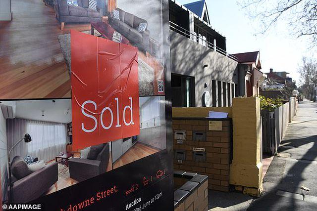 Dân Úc nghèo đi vì... bất động sản - 1