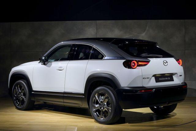 Mazda chính thức ra mắt mẫu xe chạy điện đầu tiên MX-30 - 11