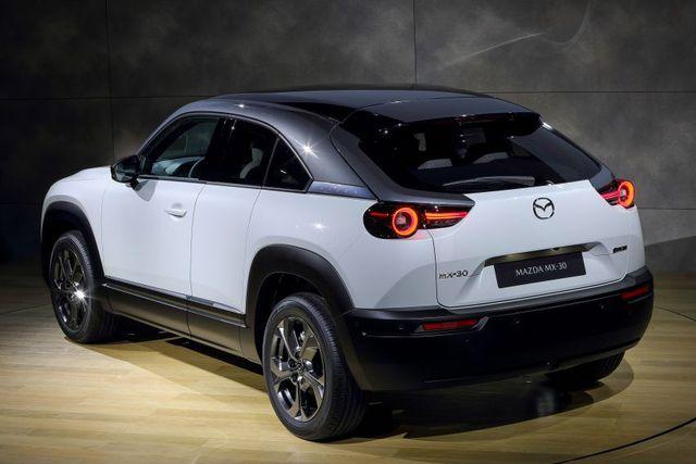 Mazda chính thức ra mắt mẫu xe chạy điện đầu tiên MX-30 - 13