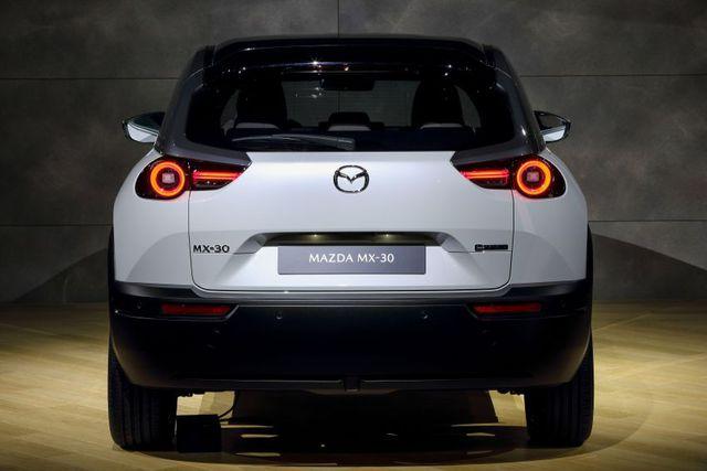 Mazda chính thức ra mắt mẫu xe chạy điện đầu tiên MX-30 - 15