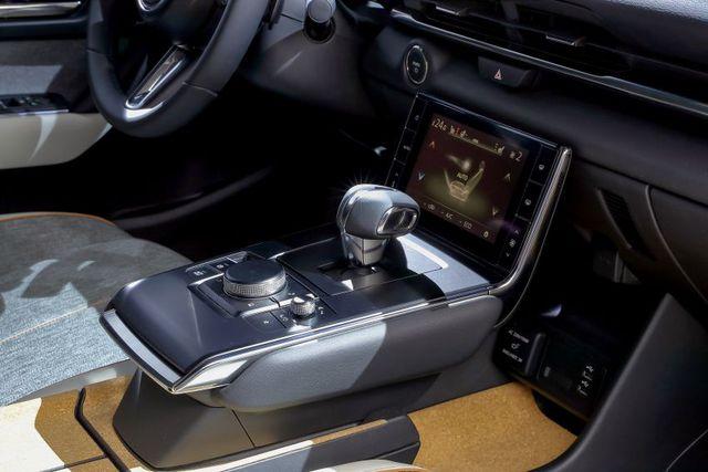Mazda chính thức ra mắt mẫu xe chạy điện đầu tiên MX-30 - 19