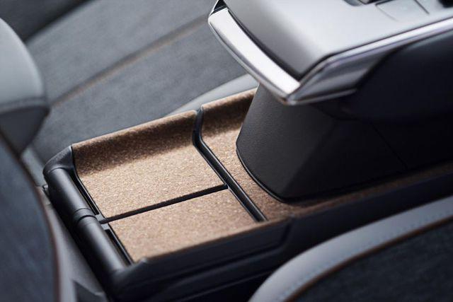 Mazda chính thức ra mắt mẫu xe chạy điện đầu tiên MX-30 - 20