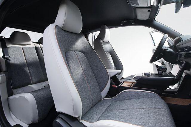 Mazda chính thức ra mắt mẫu xe chạy điện đầu tiên MX-30 - 22