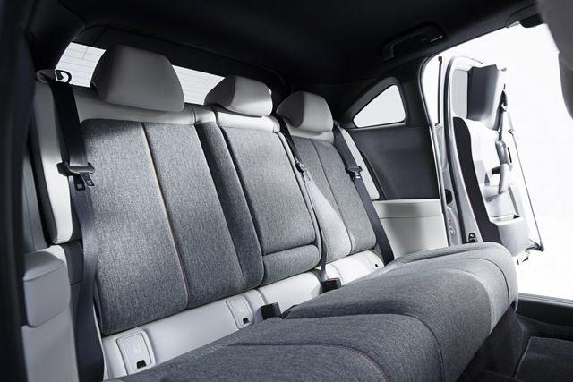 Mazda chính thức ra mắt mẫu xe chạy điện đầu tiên MX-30 - 23