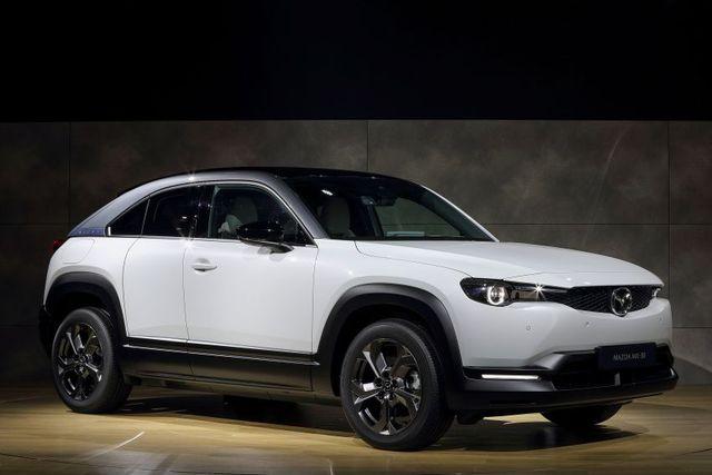 Mazda chính thức ra mắt mẫu xe chạy điện đầu tiên MX-30 - 5