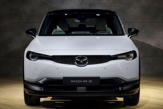 Mazda chính thức ra mắt mẫu xe chạy điện đầu tiên MX-30 - 6
