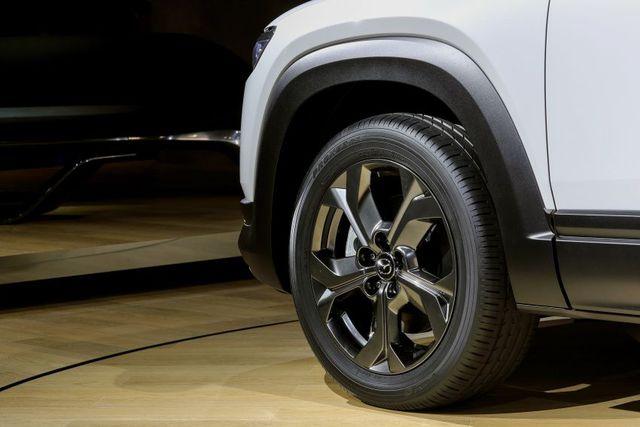 Mazda chính thức ra mắt mẫu xe chạy điện đầu tiên MX-30 - 8