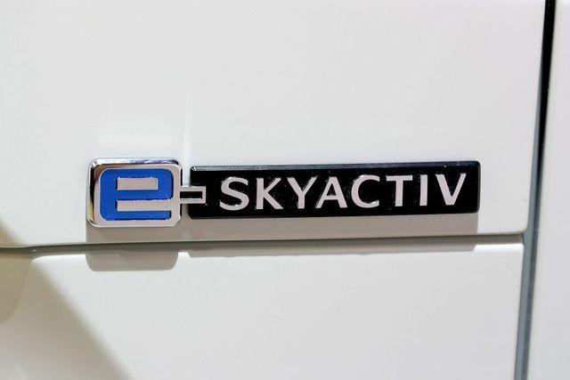 Mazda chính thức ra mắt mẫu xe chạy điện đầu tiên MX-30 - 10
