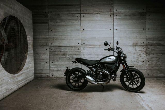 Ducati chỉ làm mới Scrambler bằng phiên bản Icon Dark cho năm 2020 - 1