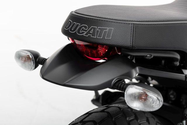 Ducati chỉ làm mới Scrambler bằng phiên bản Icon Dark cho năm 2020 - 13