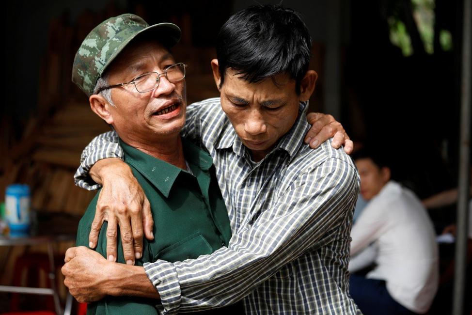 Mắc kẹt với nợ nần, lối thoát nào cho những gia đình những người Việt mất tích ở Anh