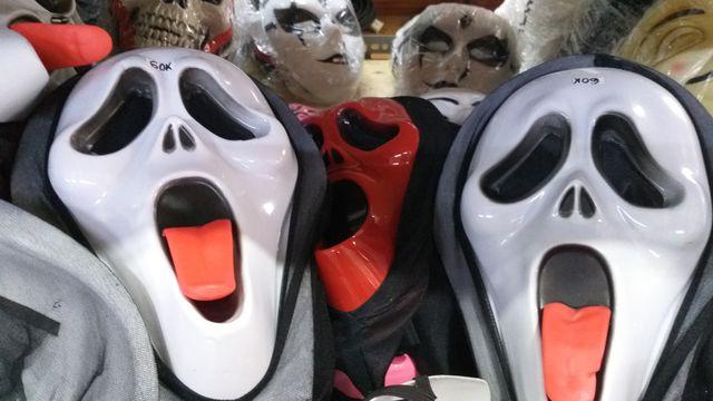 Đồ hóa trang Halloween càng ma quái, rùng rợn càng hút khách nhí - 8
