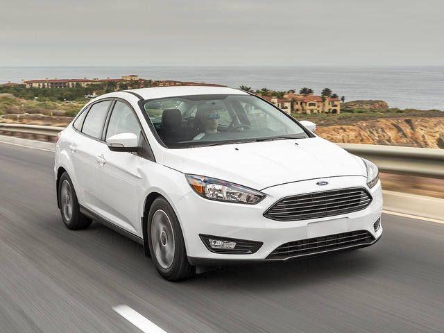 10 xe bán chậm nhất tháng 10: Giảm giá trăm triệu, khách vẫn thờ ơ - 2