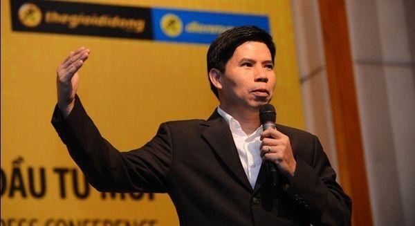 """""""Ông trùm"""" điện thoại gốc Nam Định muốn bán cả xe đạp điện và kính cận!"""