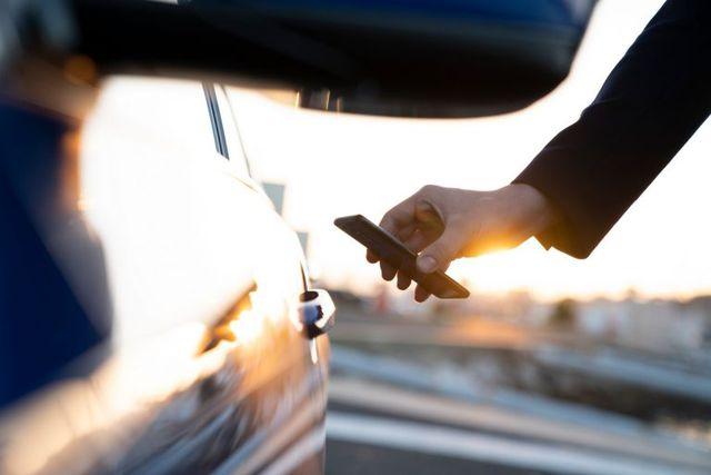 Trong tương lai có thể mở cửa ô tô không cần chìa ngay cả khi smartphone hết pin - 1