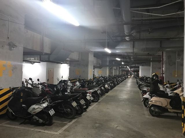 Cấm để xe dưới hầm chung cư, Hà Nội, TP.HCM vỡ trận bãi gửi xe? - 1