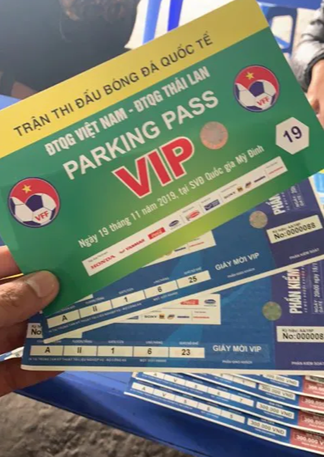 Trận Việt Nam - Thái Lan: Giá vé chỗ ngồi gần khu VIP nhất là bao nhiêu? - 1