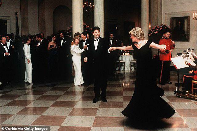 Chiêm ngưỡng chiếc đầm dạ hội có giá... 10,5 tỷ đồng - 2