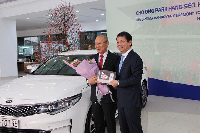 Điều đặc biệt ở 4 mẫu xe mà doanh nghiệp tặng ông Park Hang Seo - 1
