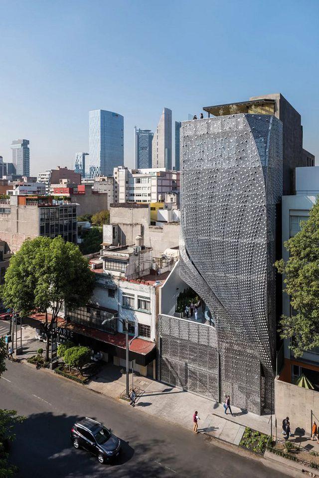 Sốc với tòa nhà mặt tiền bao phủ lớp thép uốn lượn độc đáo - 1