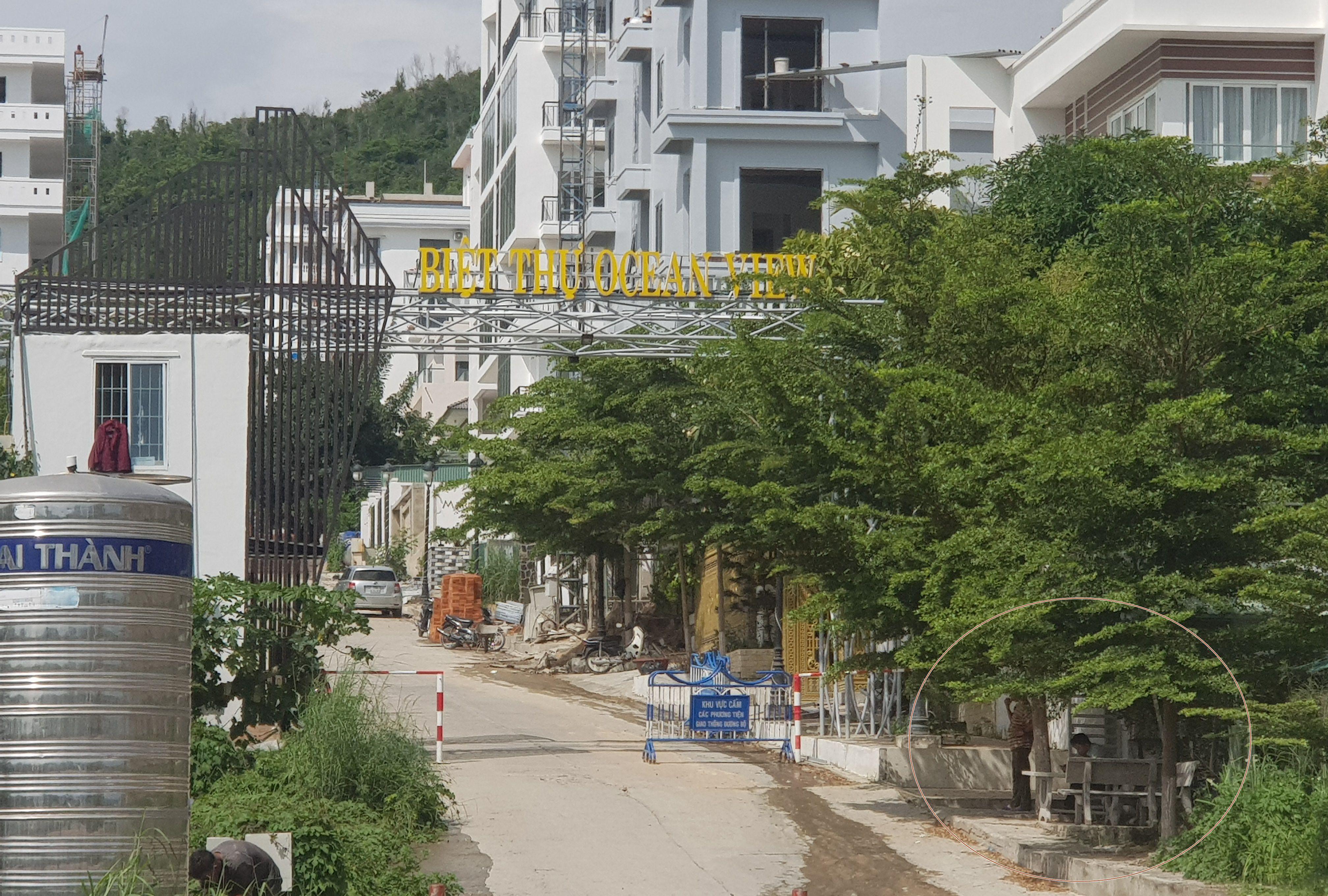 """Nha Trang """"lập chốt"""" ngăn chặn thi công tại khu biệt thự Ocean View tai tiếng"""