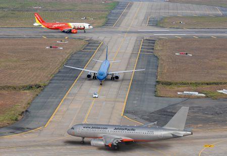 Giá vé máy bay Tết đang tăng rất nhanh, nhiều chuyến đã hết chỗ