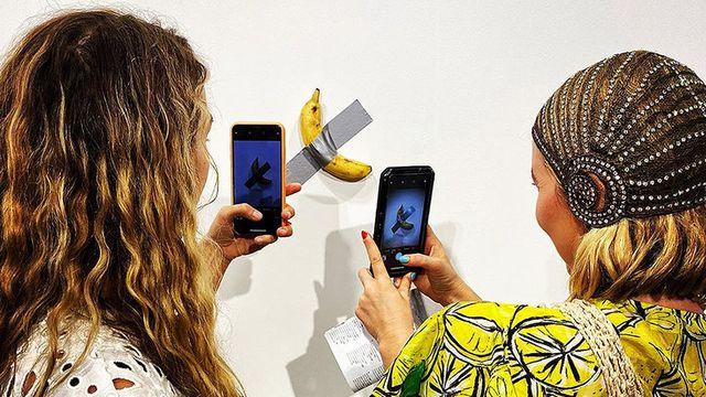 Tranh cãi tác phẩm nghệ thuật quả chuối dán băng dính giá 120.000 USD - 1