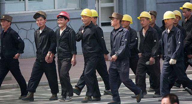 Người Triều Tiên ở Nga ồ ạt về nước - 1