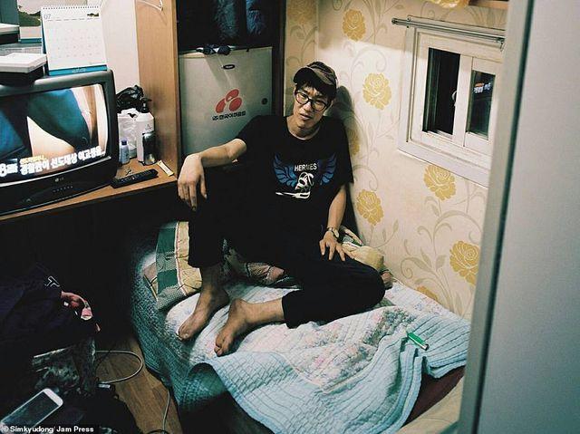 Cuộc sống chật hẹp bên trong những căn hộ 5 mét vuông ở Hàn Quốc - 3