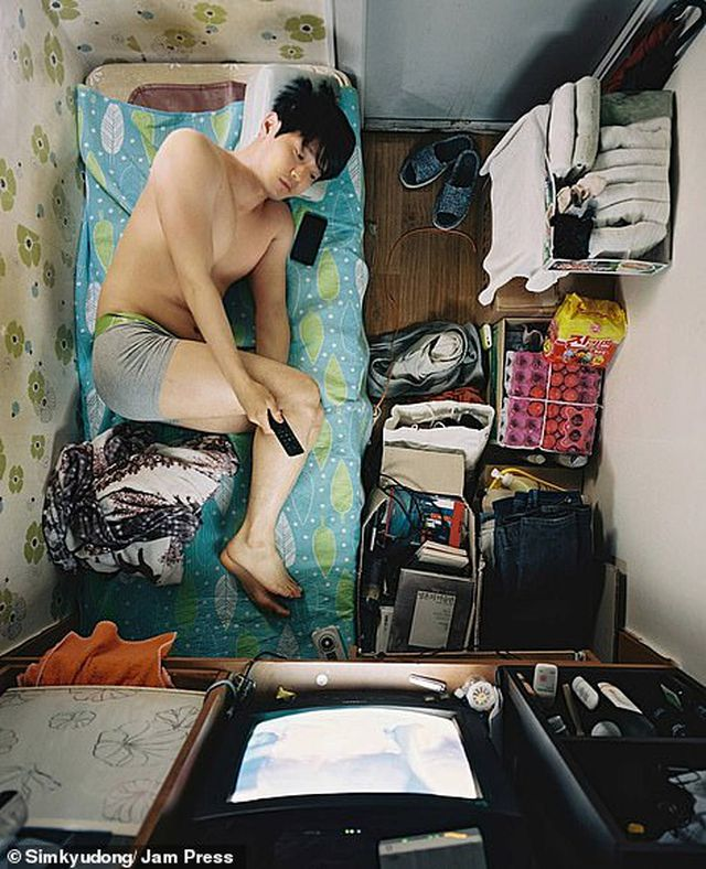 Cuộc sống chật hẹp bên trong những căn hộ 5 mét vuông ở Hàn Quốc - 4