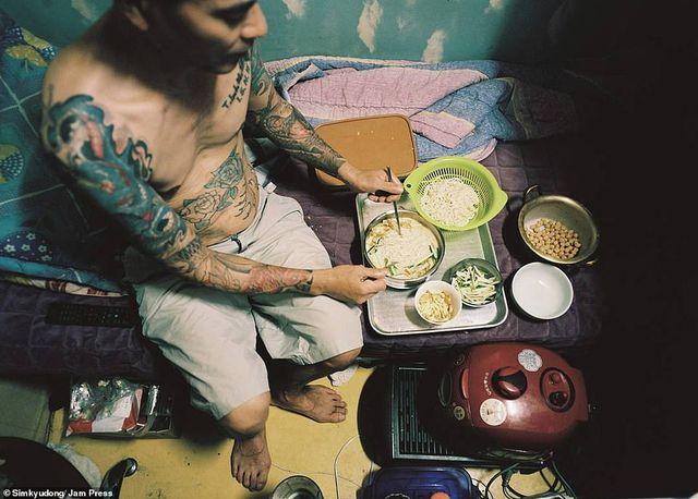Cuộc sống chật hẹp bên trong những căn hộ 5 mét vuông ở Hàn Quốc - 5