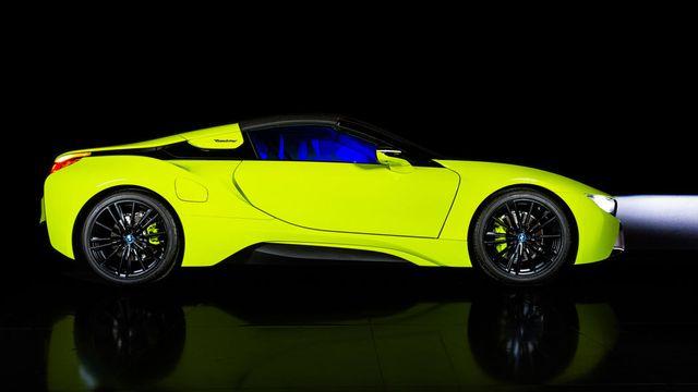 Cận cảnh chiếc BMW i8 Roadster màu xanh neon độc nhất vô nhị - 2