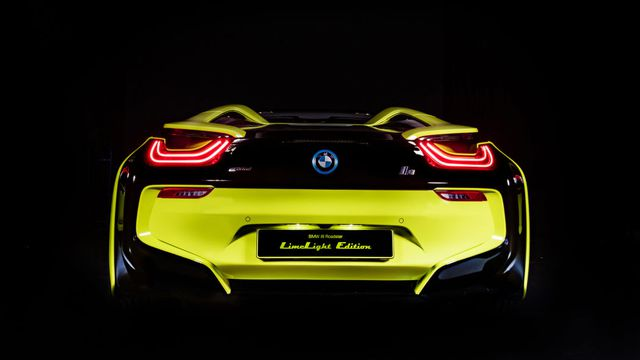 Cận cảnh chiếc BMW i8 Roadster màu xanh neon độc nhất vô nhị - 14