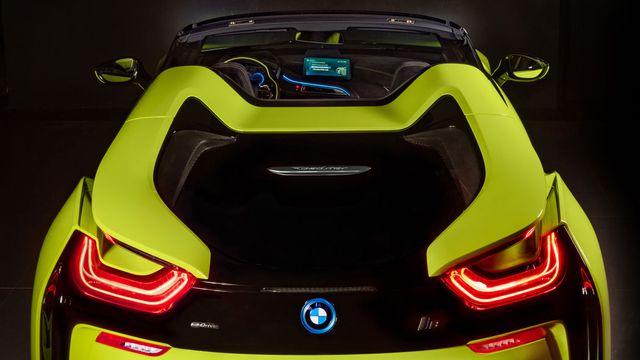 Cận cảnh chiếc BMW i8 Roadster màu xanh neon độc nhất vô nhị - 15