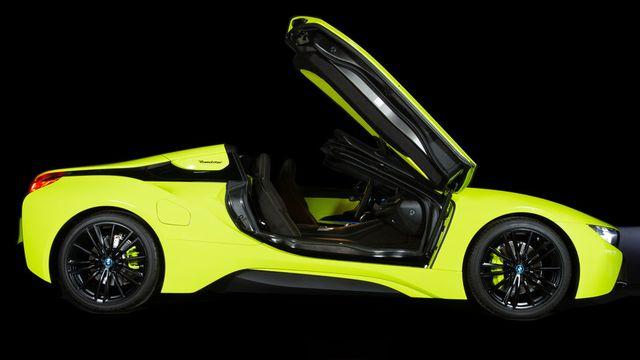 Cận cảnh chiếc BMW i8 Roadster màu xanh neon độc nhất vô nhị - 3