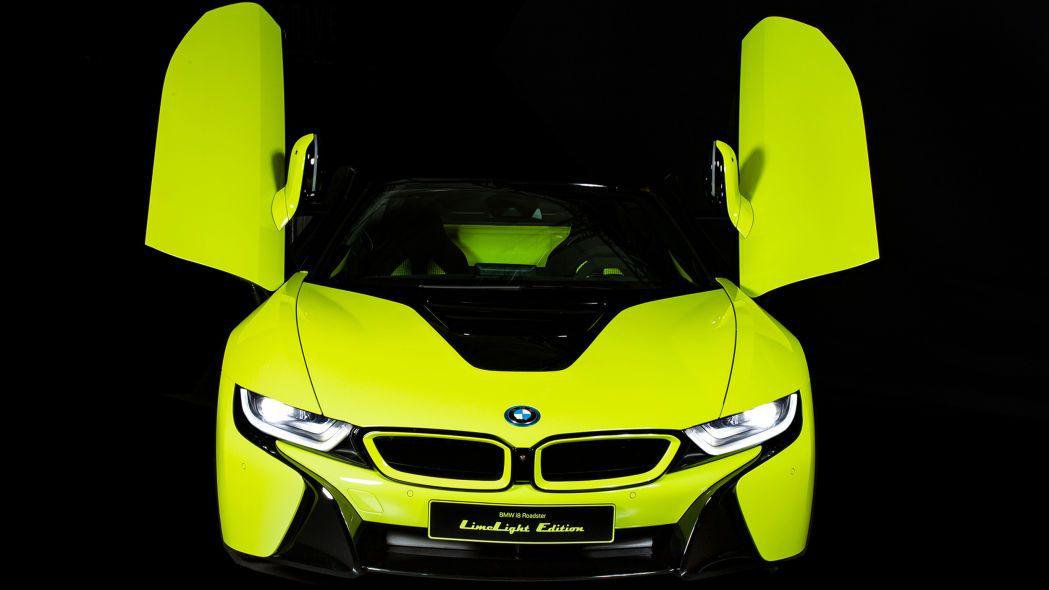 Cận cảnh chiếc BMW i8 Roadster màu xanh neon độc nhất vô nhị