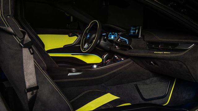 Cận cảnh chiếc BMW i8 Roadster màu xanh neon độc nhất vô nhị - 5