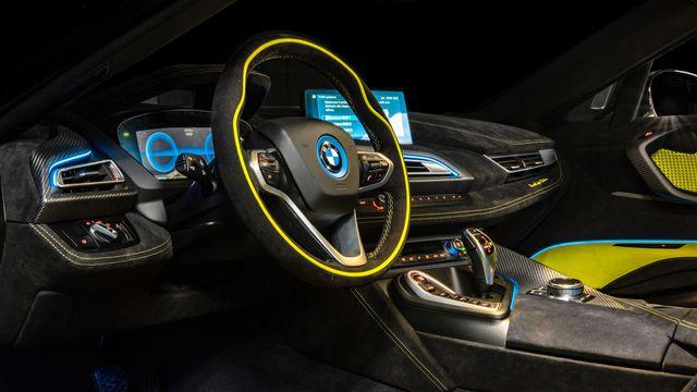 Cận cảnh chiếc BMW i8 Roadster màu xanh neon độc nhất vô nhị - 6