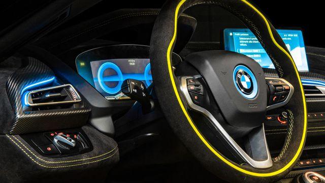 Cận cảnh chiếc BMW i8 Roadster màu xanh neon độc nhất vô nhị - 7