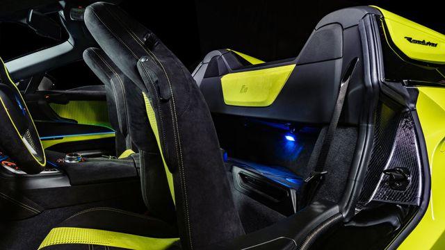 Cận cảnh chiếc BMW i8 Roadster màu xanh neon độc nhất vô nhị - 8