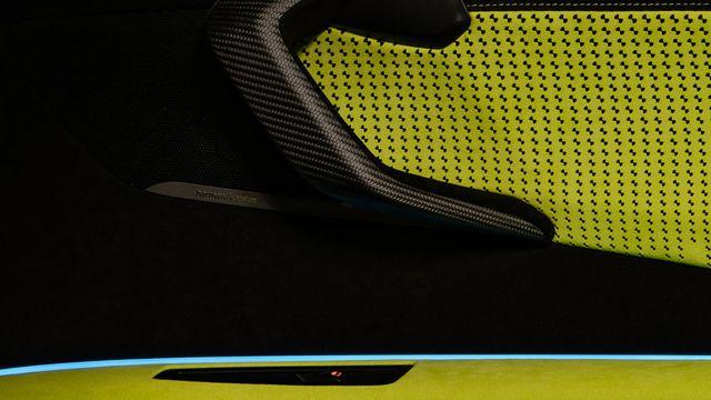 Cận cảnh chiếc BMW i8 Roadster màu xanh neon độc nhất vô nhị - 10