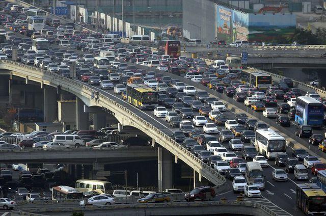 Nặng thuế phí ôtô tăng giá gấp đôi, giấc mơ xế hộp xa tầm với - 1