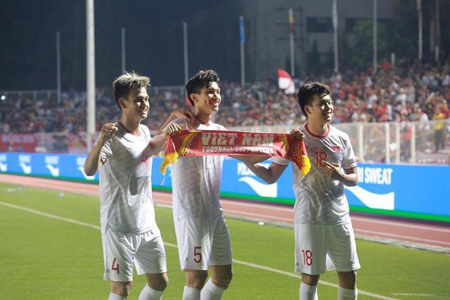 """Giành HCV SEA Games, U22 Việt Nam nhận """"mưa tiền thưởng"""" - 1"""