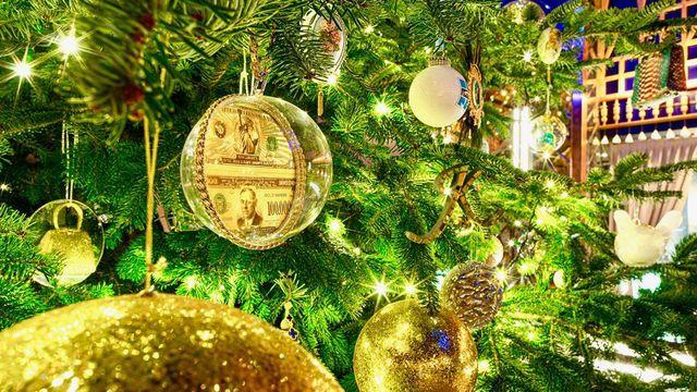 Cây Giáng sinh đắt nhất thế giới phủ kim cương trị giá 15 triệu USD - 2