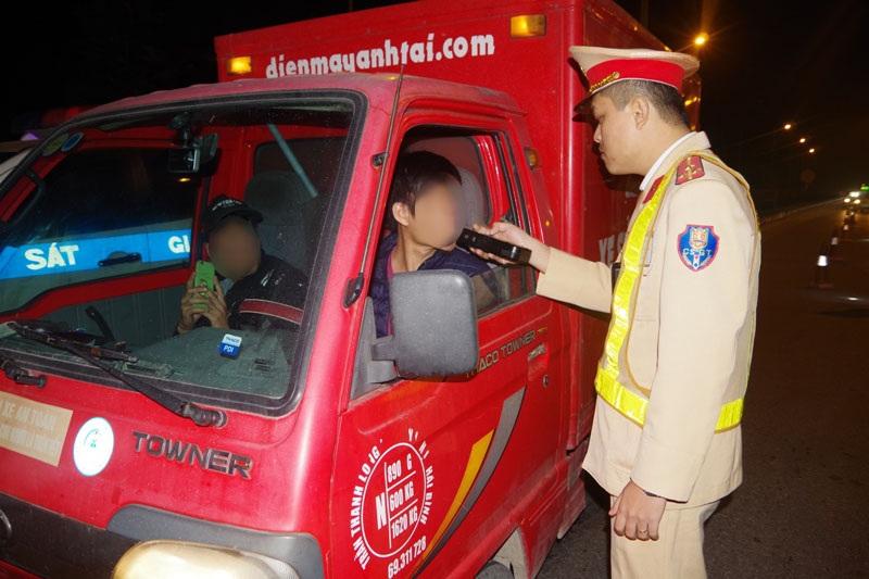 Hà Nam: Xử lý 27 tài xế vi phạm nồng độ cồn, thu 220 triệu đồng
