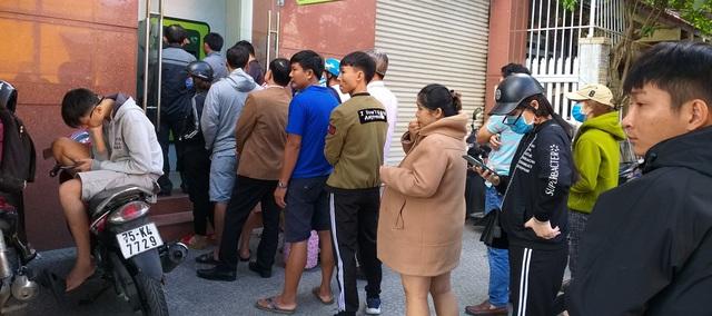Nhu cầu rút tiền tại cây ATM tăng đột biến - 1
