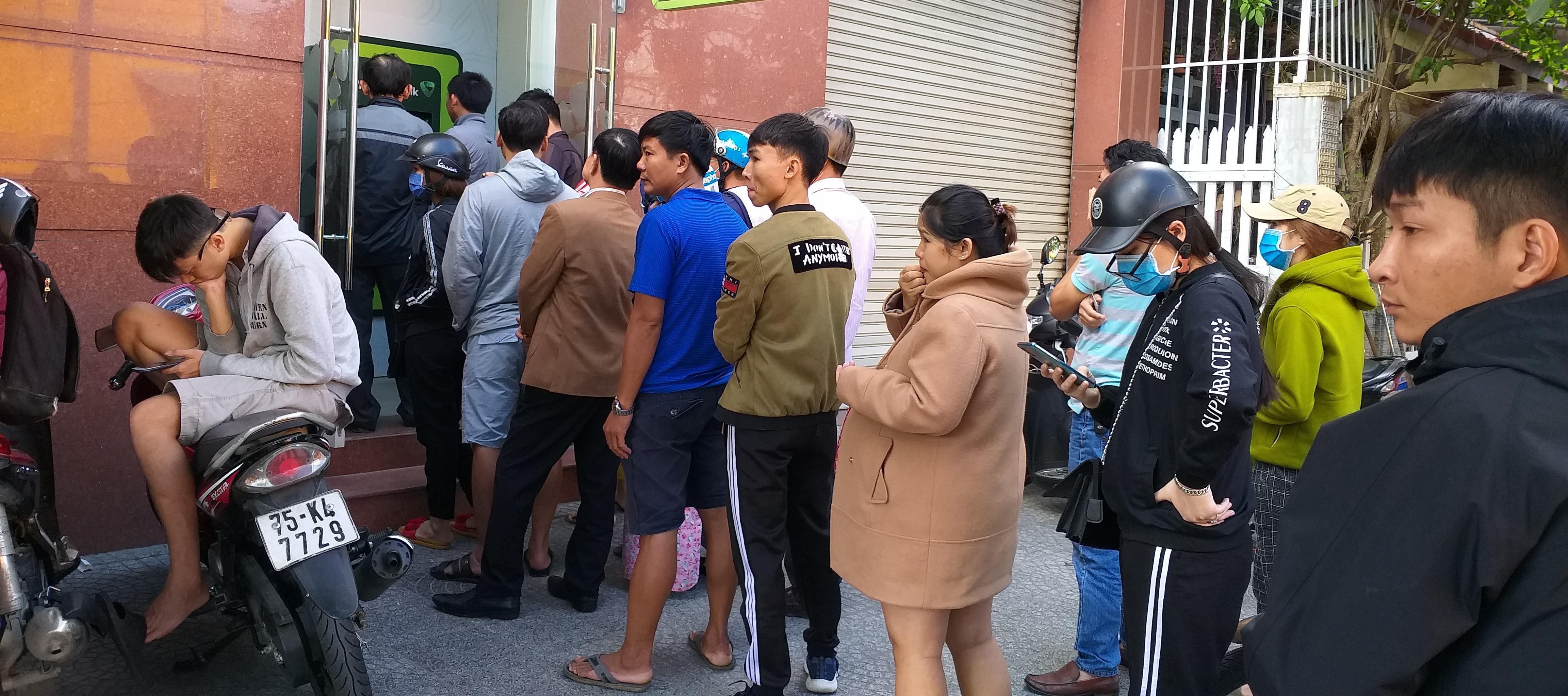 Nhu cầu rút tiền tại cây ATM tăng đột biến