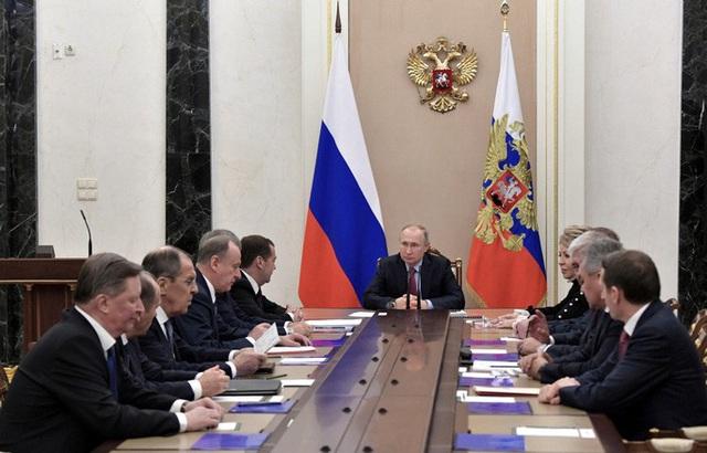 Ngả mũ trước Tổng thống Putin - 1