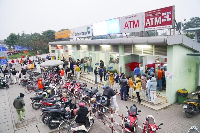 Thủ tướng yêu cầu hệ thống ATM phải thông suốt để người dân rút tiền tiêu Tết - 1