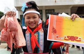 Trung Quốc trao thưởng học sinh giỏi bằng… thịt lợn